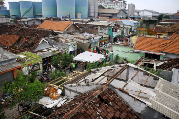 Tornado in Indonesia injures 35, damages hundreds of homes