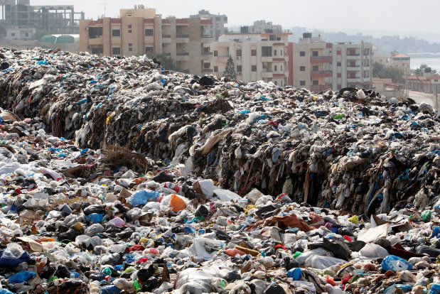 Rights group: Lebanon choked by burning garbage