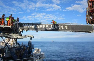 Ampelmann secures contract for Qatar field