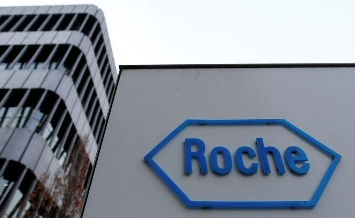 Roche drug cocktail doubles chance of holding lung cancer at bay