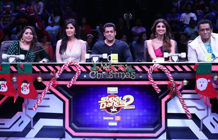 Bollywood: PHOTOS: Salman, Katrina relive their childhood on 'Super Dancer' kids TV show
