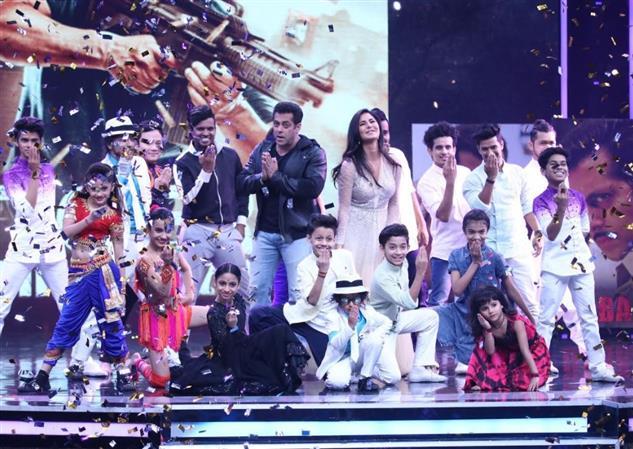 PHOTOS: Salman, Katrina relive their childhood on 'Super Dancer' kids TV show