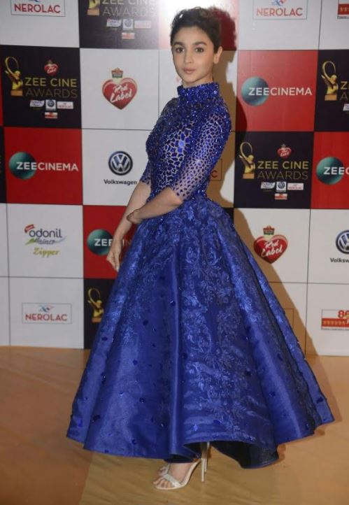 Bollywood: PHOTOS: Katrina, Priyanka, Akshay Kumar rocked the red carpet at Zee Cine Awards