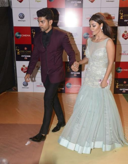 Bollywood: PHOTOS: Katrina, Priyanka, Akshay Kumar rocked the red carpet at Zee Cine Awards