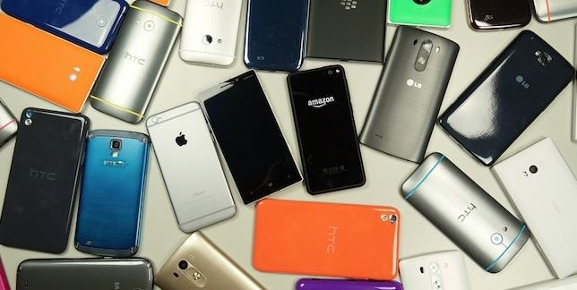 Egyptian caught smuggling 52 smartphones worth over $50,000