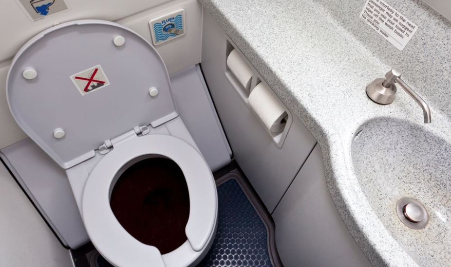 United flight diverted to Alaska after man spreads faeces in lavatories