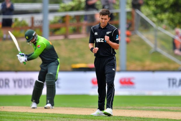Boult destroys Pakistan as New Zealand seal series