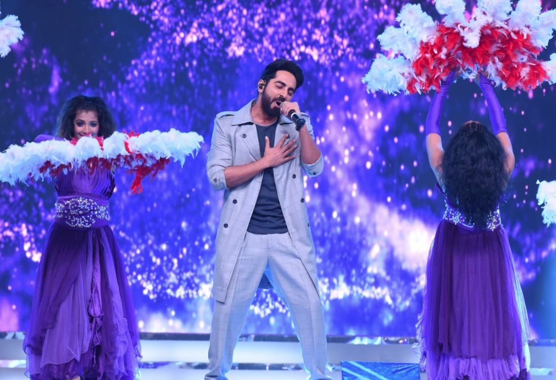 Celebs: Glittery, wacky dresses and OTT dance moves, behind-the-scenes photos from 'Umang' 2018