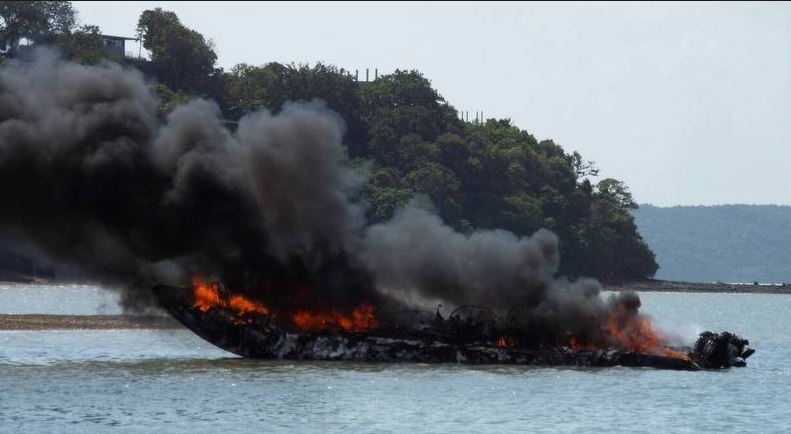 16 injured from a tourist boat explosion in southern Thailand