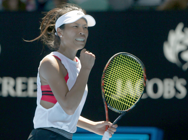 Australian Open: Garbine Muguruza and Johanna Konta crash out