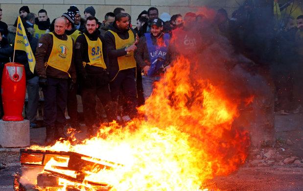 French prison guards start nationwide strike