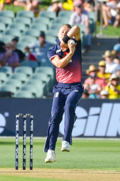 Curran steps up as England beat Australia in final ODI