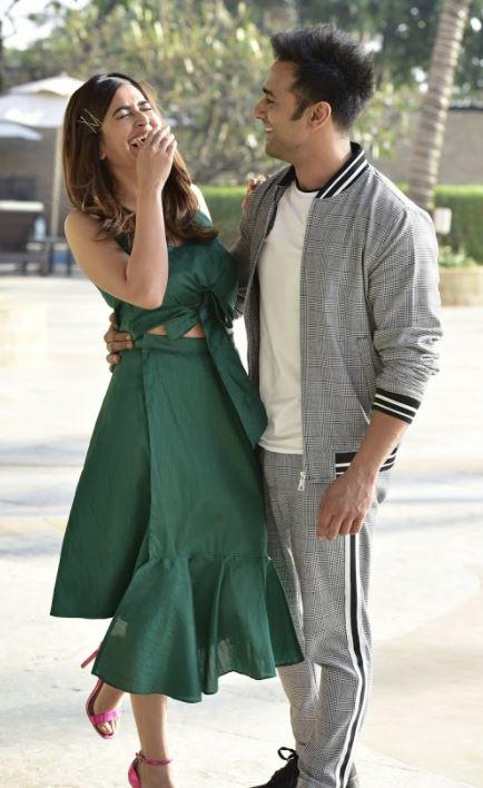 Bollywood: PICTURES: Cute photo shoot of 'Veerey Ki Wedding' stars