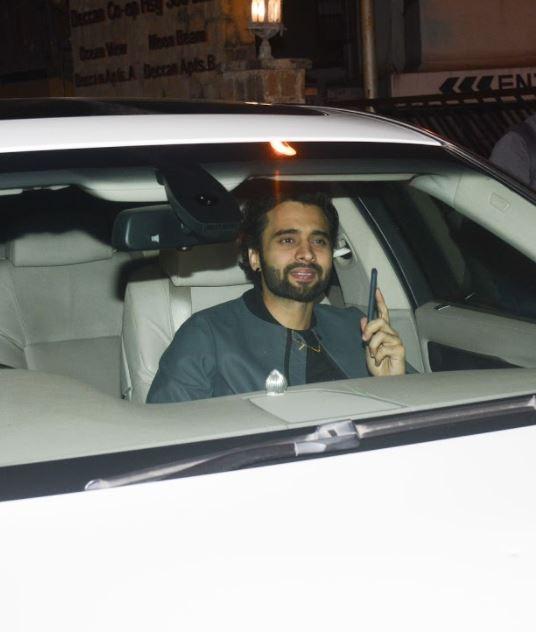 Bollywood: PHOTOS: Karan Johar's hosts 'Valentine's Day' party for his single friends