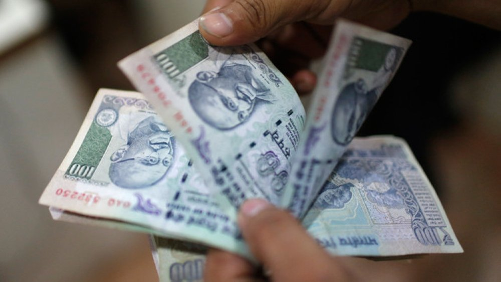 Omanis urged not to carry rupees on leaving India