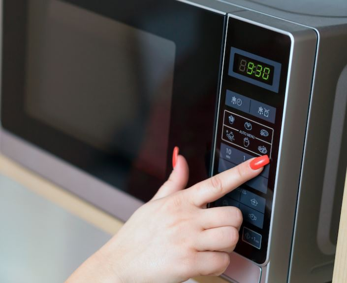 Health: Things you should NEVER microwave