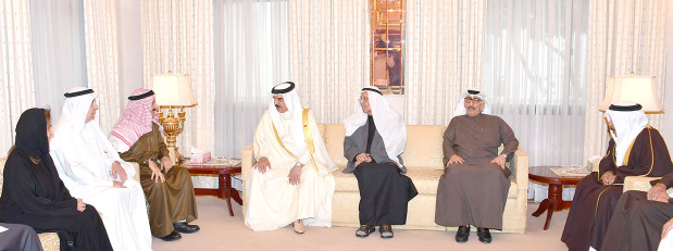 His Majesty King Hamad yesterday visited the Kanoo family and offered condolences on the death of Mubarak bin Jassim Kanoo. He hailed Mubarak bin Jassim Kanoo's crucial contribution to Bahrain's trade development as well as his humanitarian and charity work. He also praised Kanoo family's contribution to Bahrain's economy. The Kanoo family thanked the King for his good feelings, which reflect royal keenness to reach out to citizens in all circumstances.