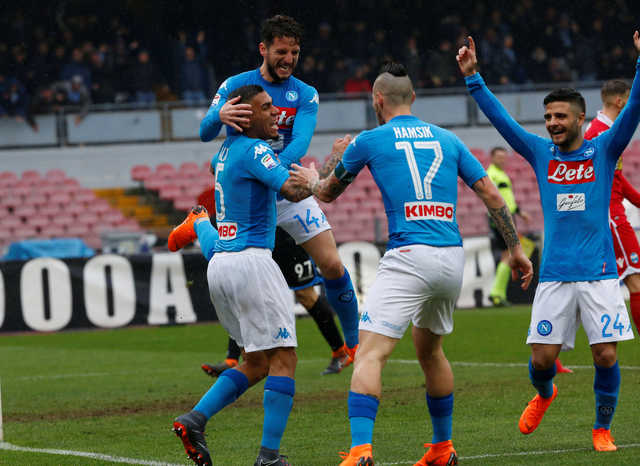 Napoli reply to Juventus to stay top in Serie A