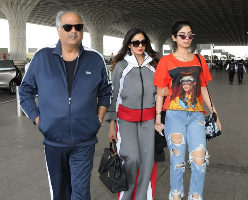 Bollywood: PHOTOS: Sridevi, Boney Kapoor and daughter Khushi spotted at airport