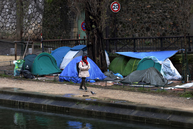 France to unveil controversial migrant law