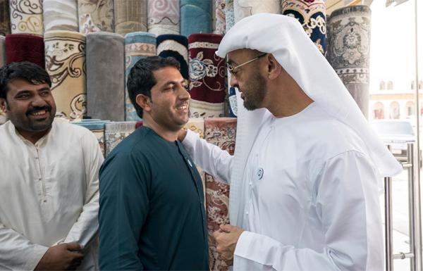 Abu Dhabi Crown Prince visits Afghani carpet shop owner