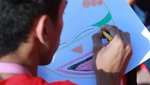 OMG: PHOTOS: Philippine students aim to draw record for biggest art lesson