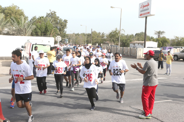 <p><em>Runners take off</em></p>