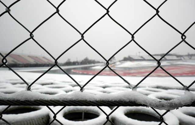 F1: PHOTOS: Snow delays start to third day of Formula One testing