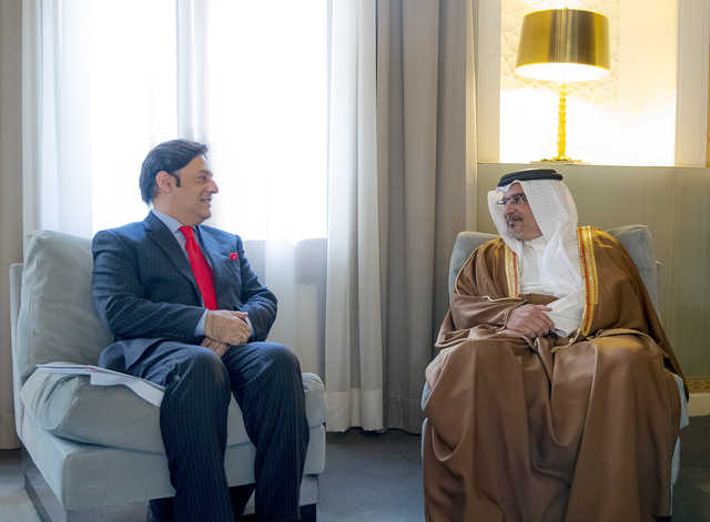 <p>His Royal Highness Prince Salman bin Hamad Al Khalifa, Crown Prince, Deputy Supreme Commander and First Deputy Premier, yesterday met outgoing Pakistan Ambassador Javed Malik. He praised Bahrain's strong ties with Pakistan and noted that it plays an active role in countering terrorism and violent extremism. The Crown Prince Ambassador Malik success in his future endeavours.</p>