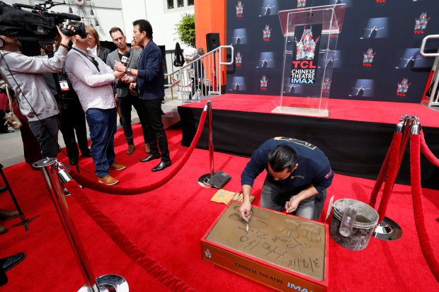 Celebs: PHOTOS: Lionel Richie honoured at Hollywood handprints ceremony