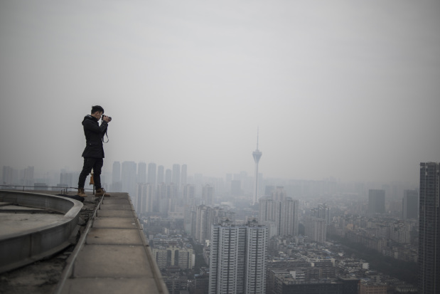 PHOTOS: Chinese photographer undeterred by rooftopper's death