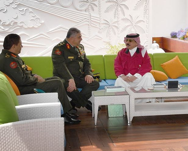 Photo Gallery: King receives Jordanian Armed Forces Chief of Joint Staff