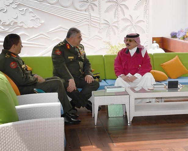 <p>Lieutenant General Mahmoud Fraihat with King Hamad</p>