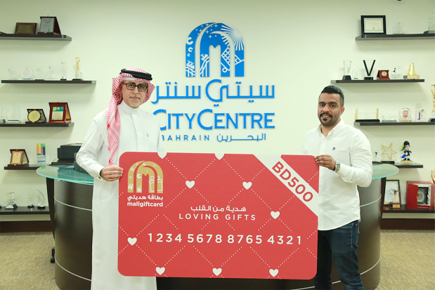 <p>Jassim Binsanad, Isa Mattar and Xie Xifeng each won a BD500 gift card in a Valentine's Day promotion at City Centre Bahrain. Shoppers who bought a mall gift card worth BD30 or more also received a personalised cupcakes box. Above, senior mall manager Duaij Al Rumaihi, left, presents a gift card to Mr Binsanad.</p>