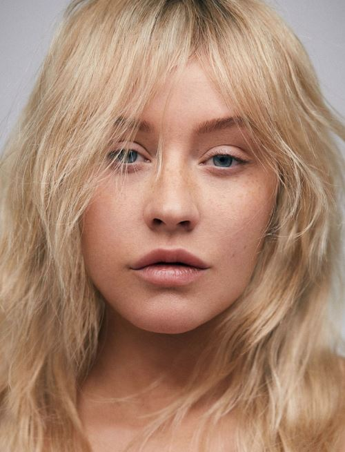 This famous singer ditched make-up for her photo-shoot and you just can't recognise her!