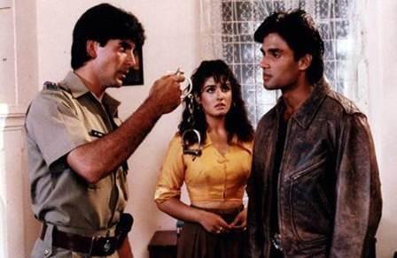 Bollywood: Akshay Kumar-Suniel Shetty selfie - a reminder of good times
