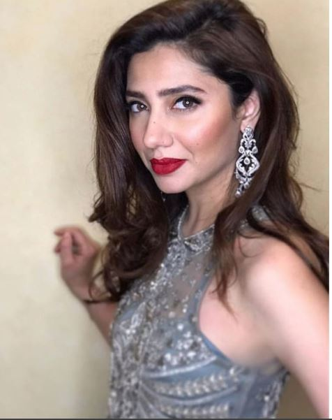 Video: Mahira Khan shows off her dance moves at friend's wedding