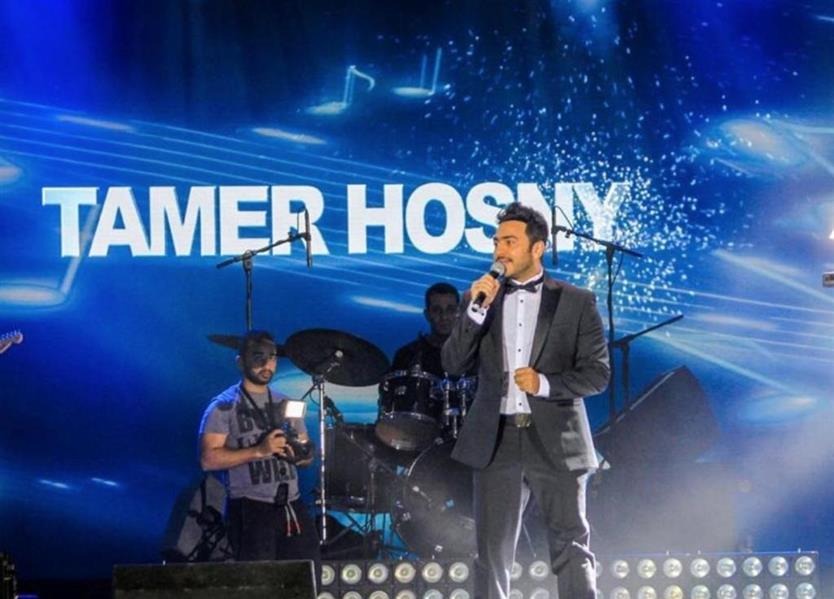 Videos: Egyptian singer Tamer Hosny enthrals Saudi audience