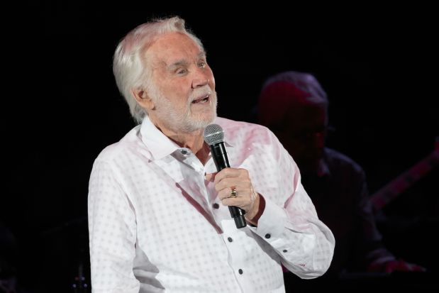 Country legend Kenny Rogers cuts short farewell tour