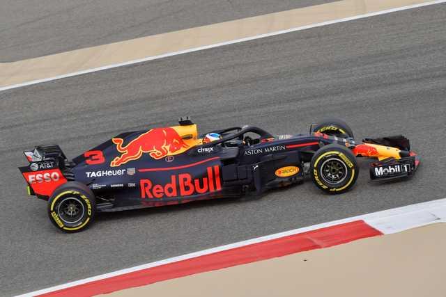 Red Bull's Ricciardo tops opening Bahrain practice