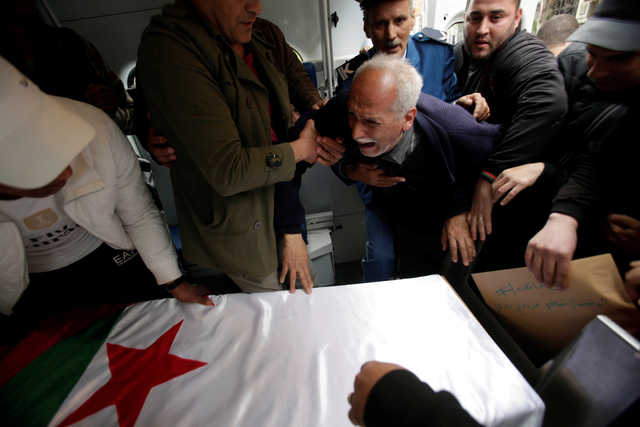 Algerians mourn victims of deadly military plane crash