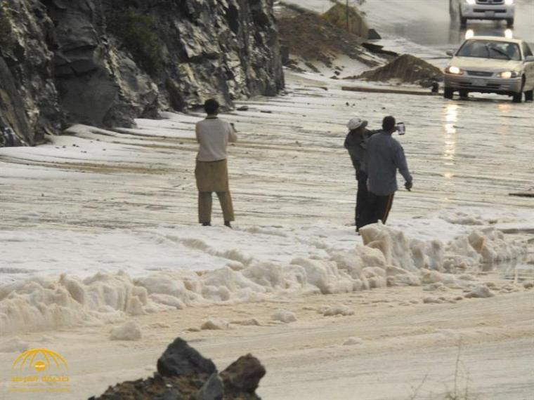 Video: Thick snow blankets parts of Saudi Arabia