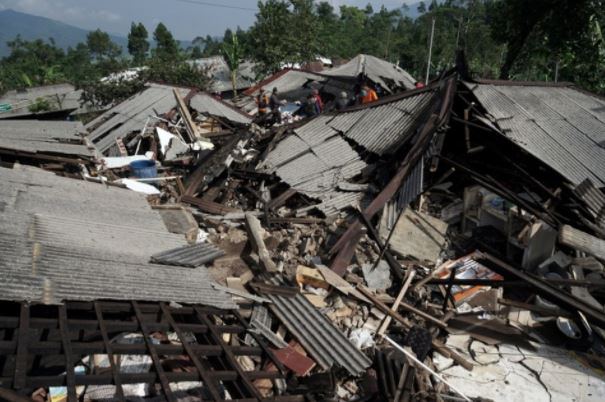 Hundreds flee homes as 4.4 magnitude quake strikes Indonesia