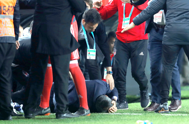 Turkish Cup: Match abandoned after coach struck by object
