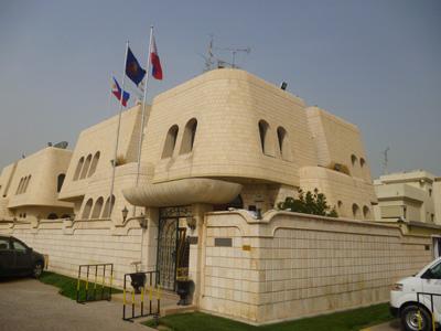 Philippine embassy in Kuwait helps workers run away