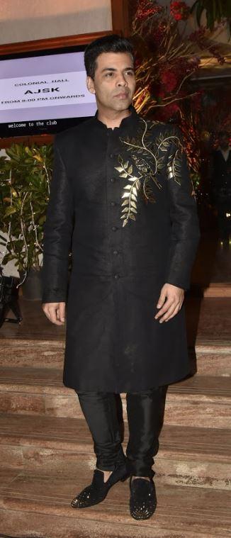 Bollywood: OMG: Watch as Sara Ali Khan, Sonam, Shweta Bachchan, Karan Johar dance with abandon at wedding