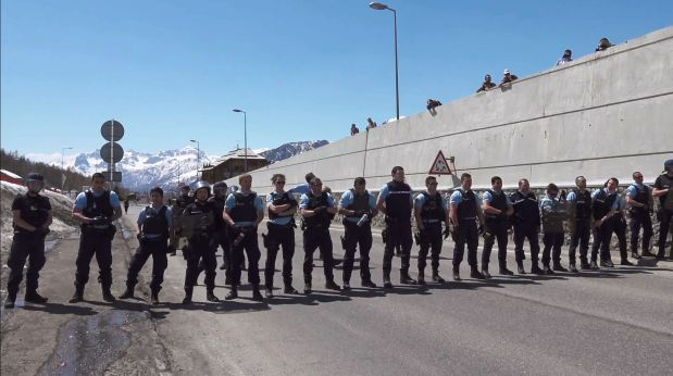 France to send reinforcements to Italy border after protests