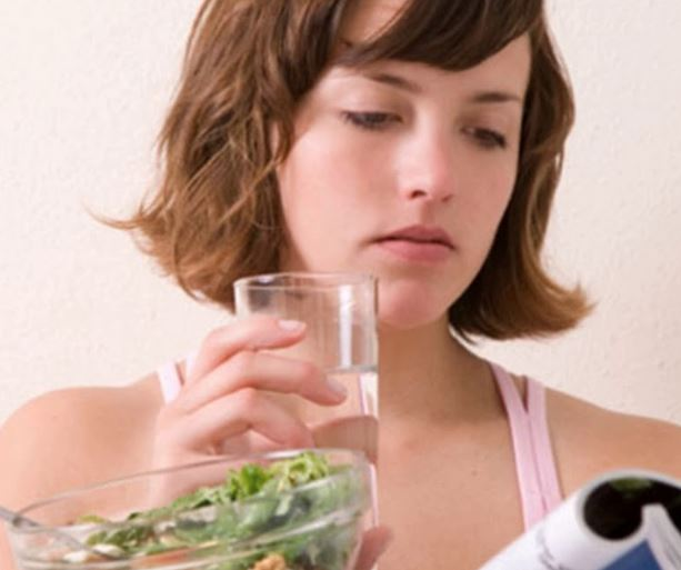 Myths Buster: Should you drink water while eating?