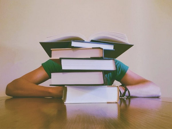 Catching some zzz's in school can help teens' performance
