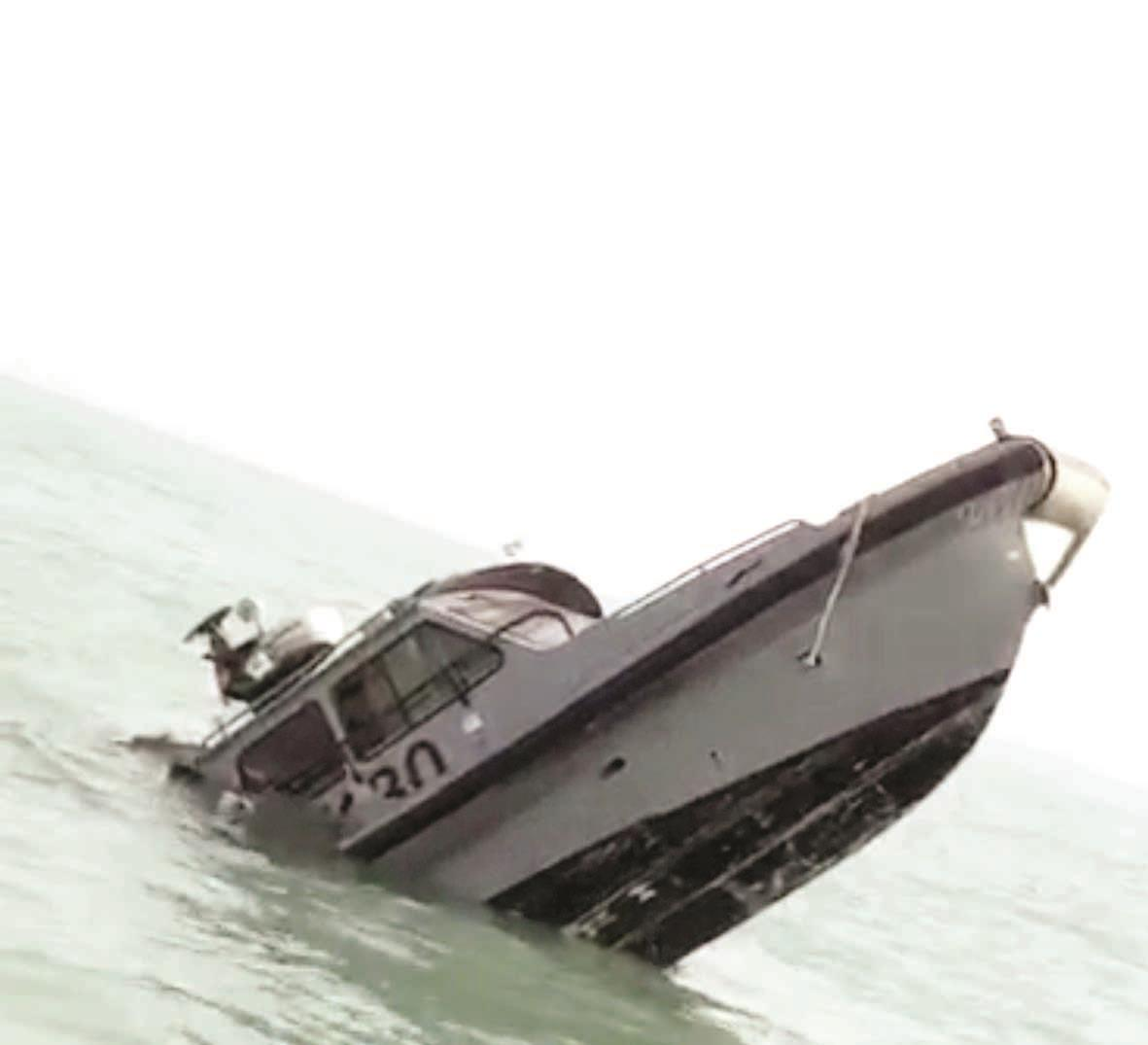 11 Kuwaiti soldiers rescued as military boat sinks